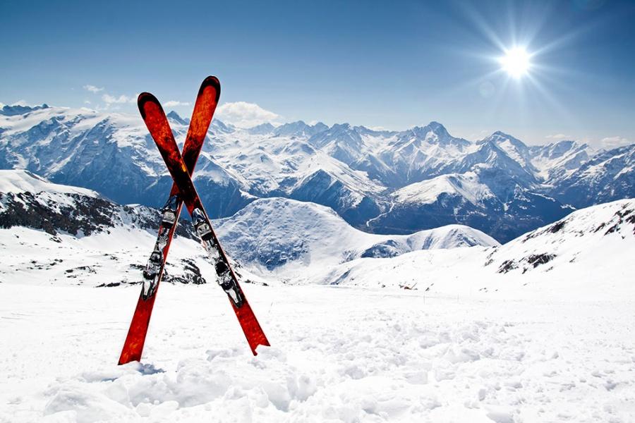Горные лыжи в горах