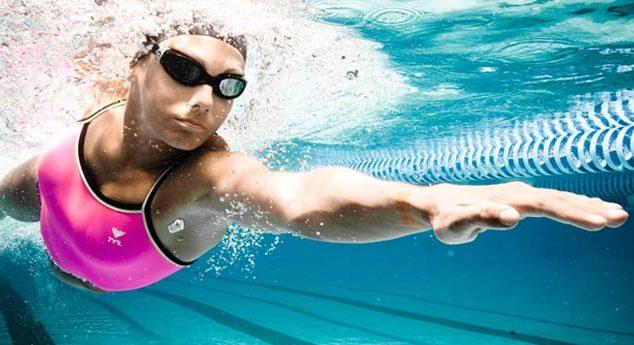 В очках удобно плавать под водой